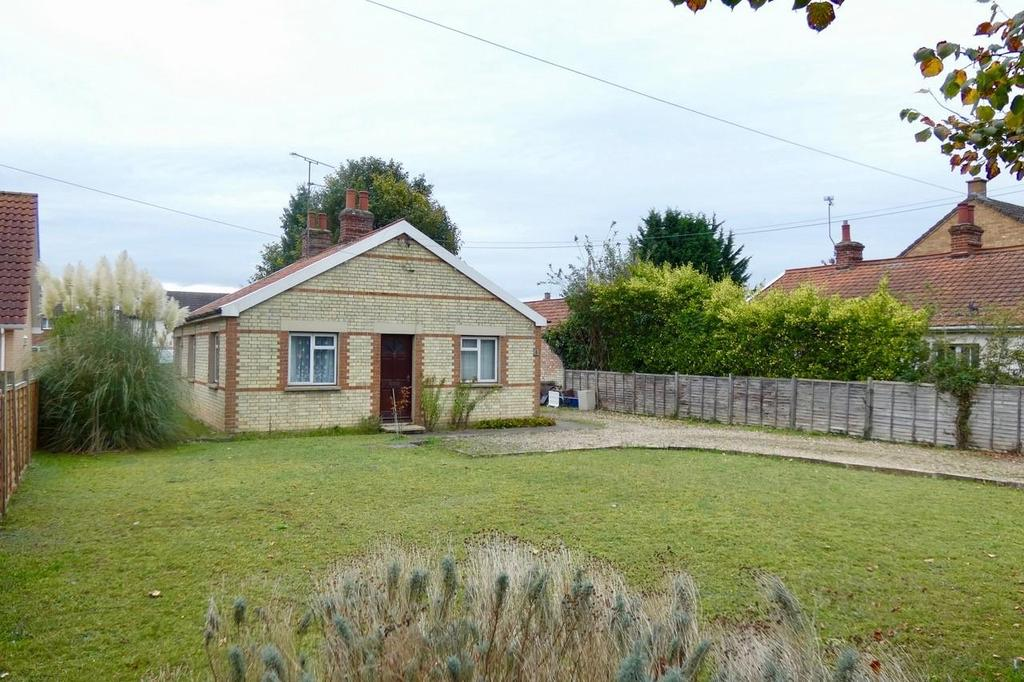 3 Bedrooms Detached Bungalow for sale in Bury Road, Mildenhall