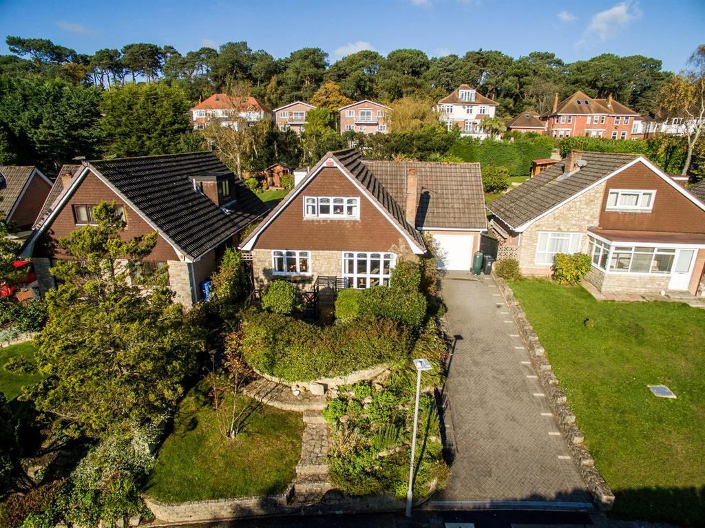 4 Bedrooms Detached House for sale in West Way, Broadstone