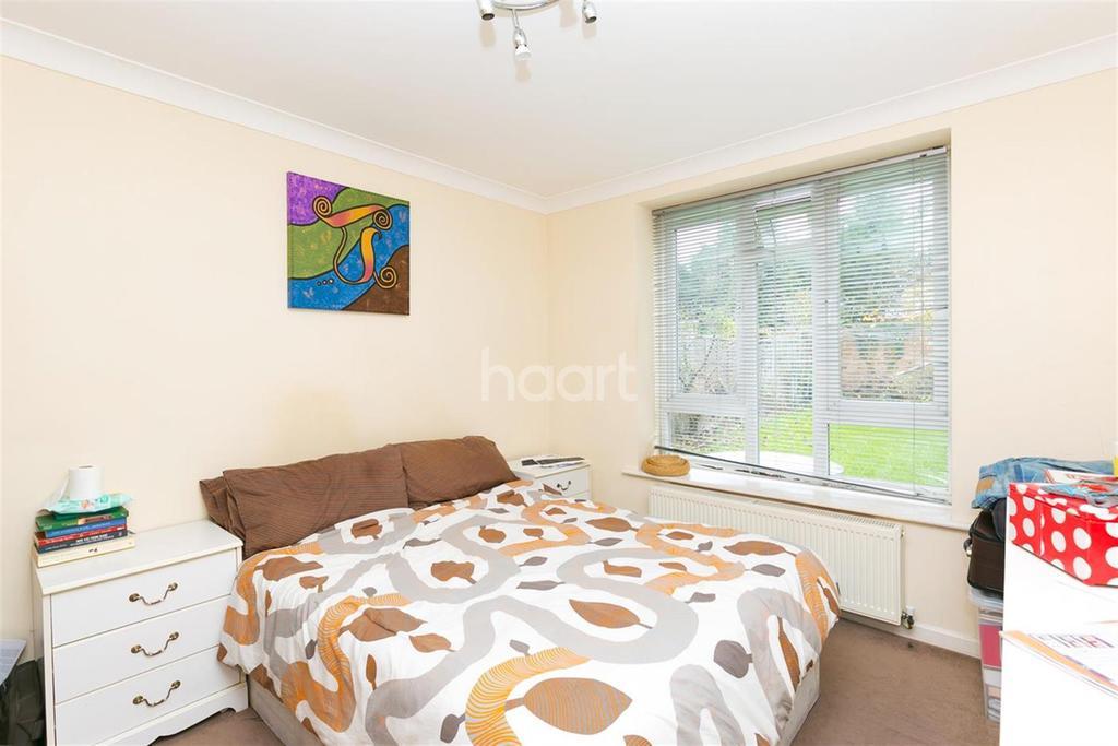 2 Bedrooms Flat for rent in Viola Avenue TW19
