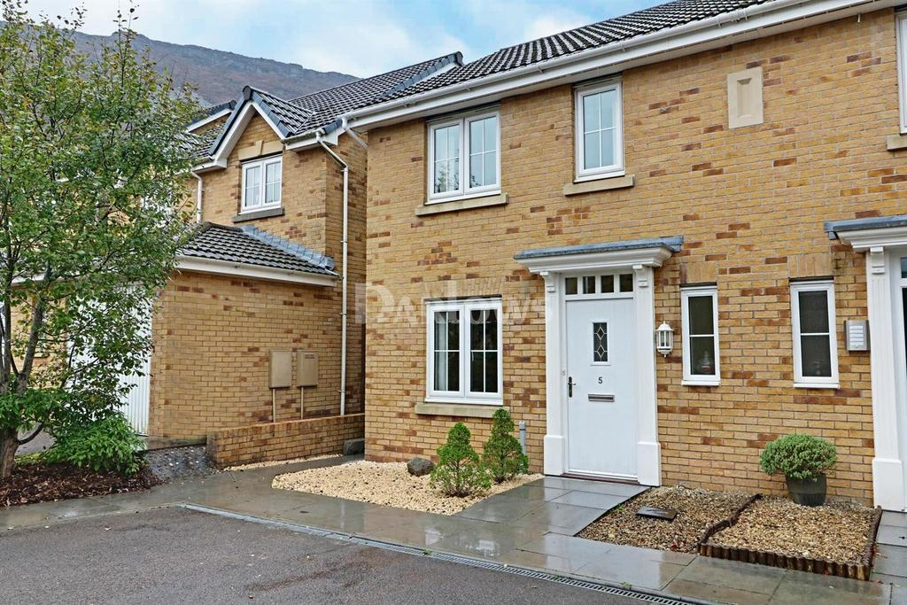 3 Bedrooms Semi Detached House for sale in Heol Dinas Isaf, Williamstown