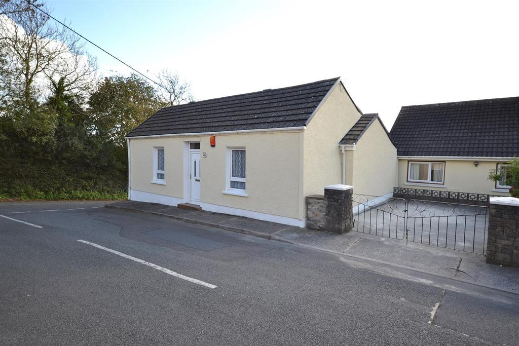 3 Bedrooms Detached Bungalow for sale in Upper Row, Golden Hill, Pembroke
