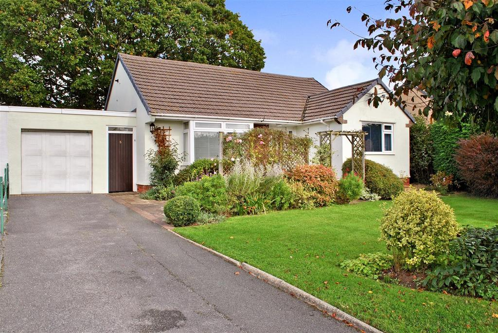 2 Bedrooms Detached Bungalow for sale in Trull Green Drive, Trull, Taunton