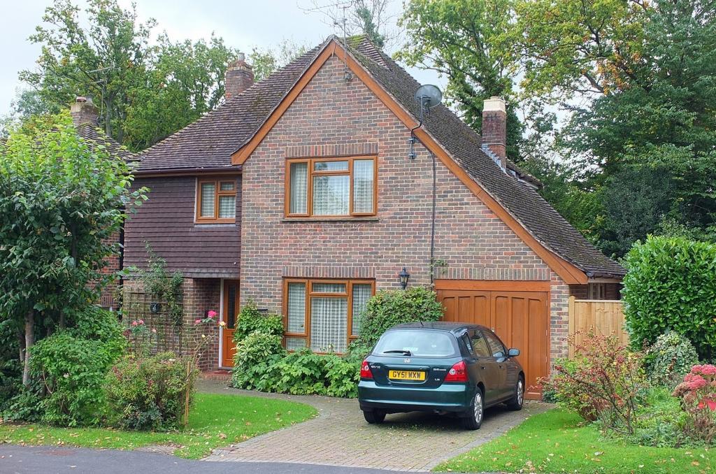 4 Bedrooms House for sale in Harlands Road, Haywards Heath, RH16