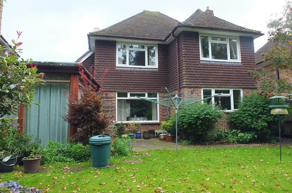 4 Bedrooms House for sale in Harlands Road, Haywards Heath, RH16