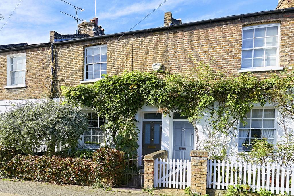 3 Bedrooms Terraced House for sale in Cardross Street, Brackenbury, London, W6