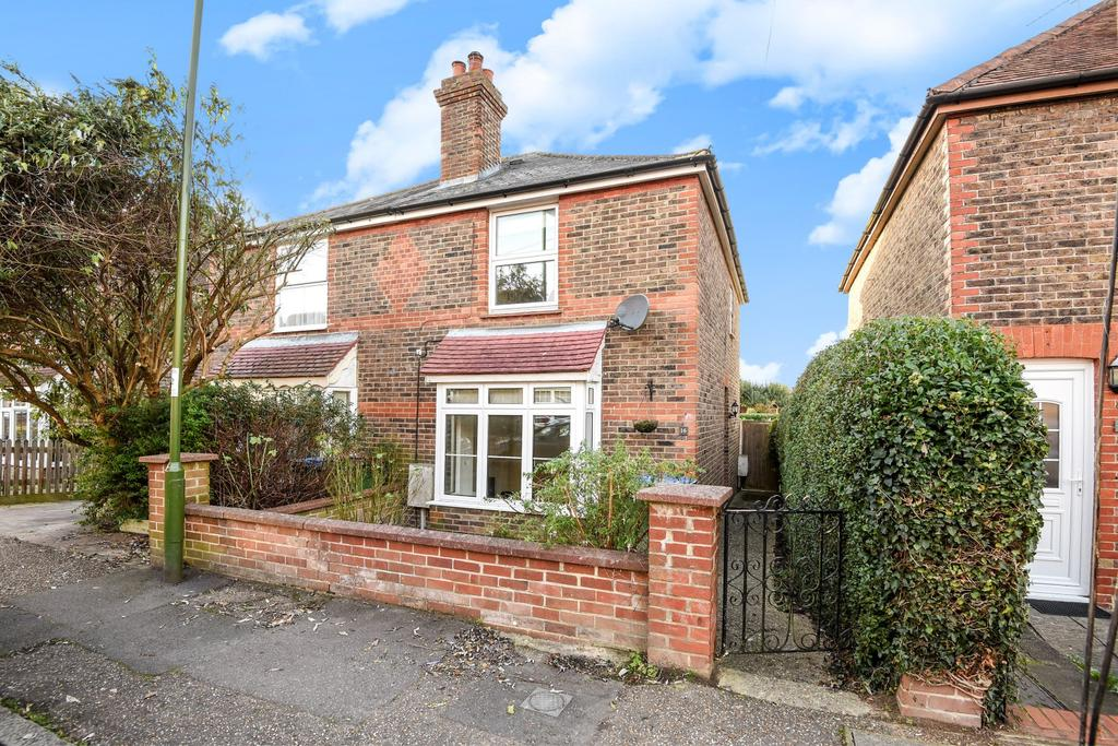 3 Bedrooms Semi Detached House for sale in Purton Road, Horsham, RH12