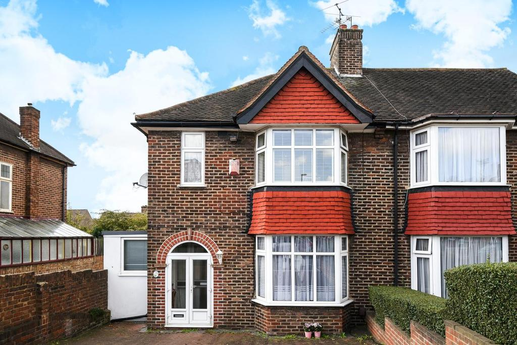 3 Bedrooms End Of Terrace House for sale in Further Green Road, Catford