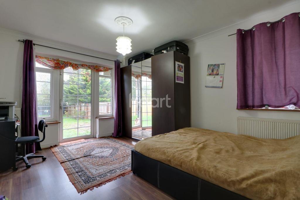 2 Bedrooms Maisonette Flat for sale in South Gardens, Wembley Park