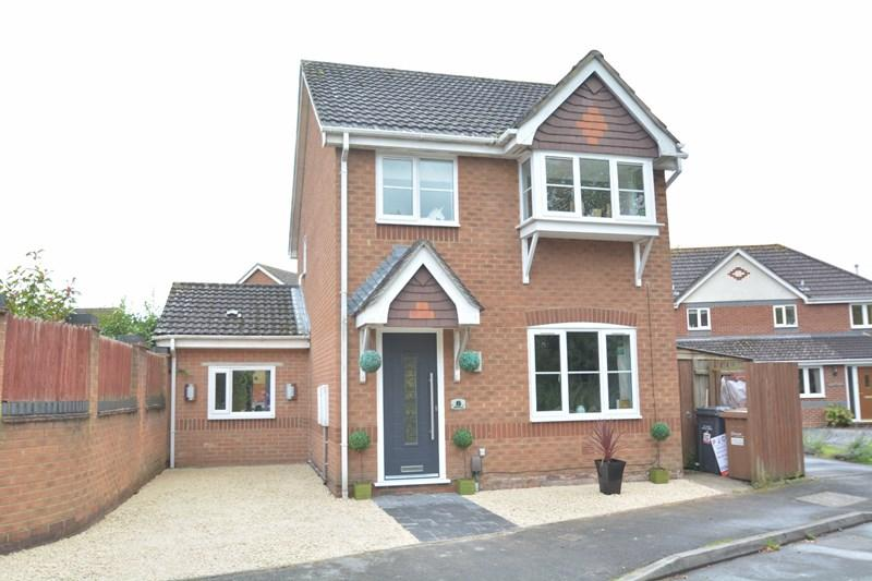3 Bedrooms Detached House for sale in Wisley Road, Andover