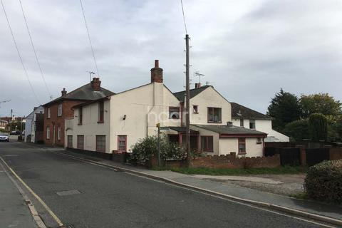 4 bedroom property with land for sale - Brightlingsea