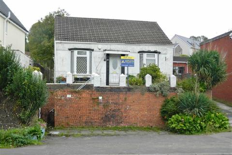 2 bedroom detached bungalow for sale - Cwm Level Road, Plasmarl