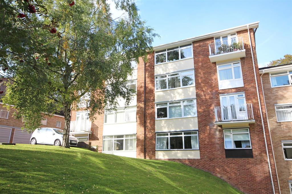 2 Bedrooms Flat for sale in Leahurst Court Road, London Road, Brighton