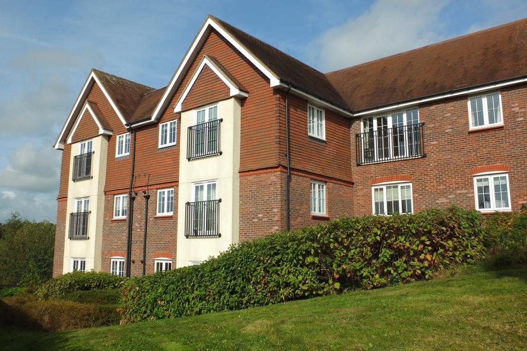 2 Bedrooms Flat for sale in Highbank, Bolnore Village, Haywards Heath, RH16