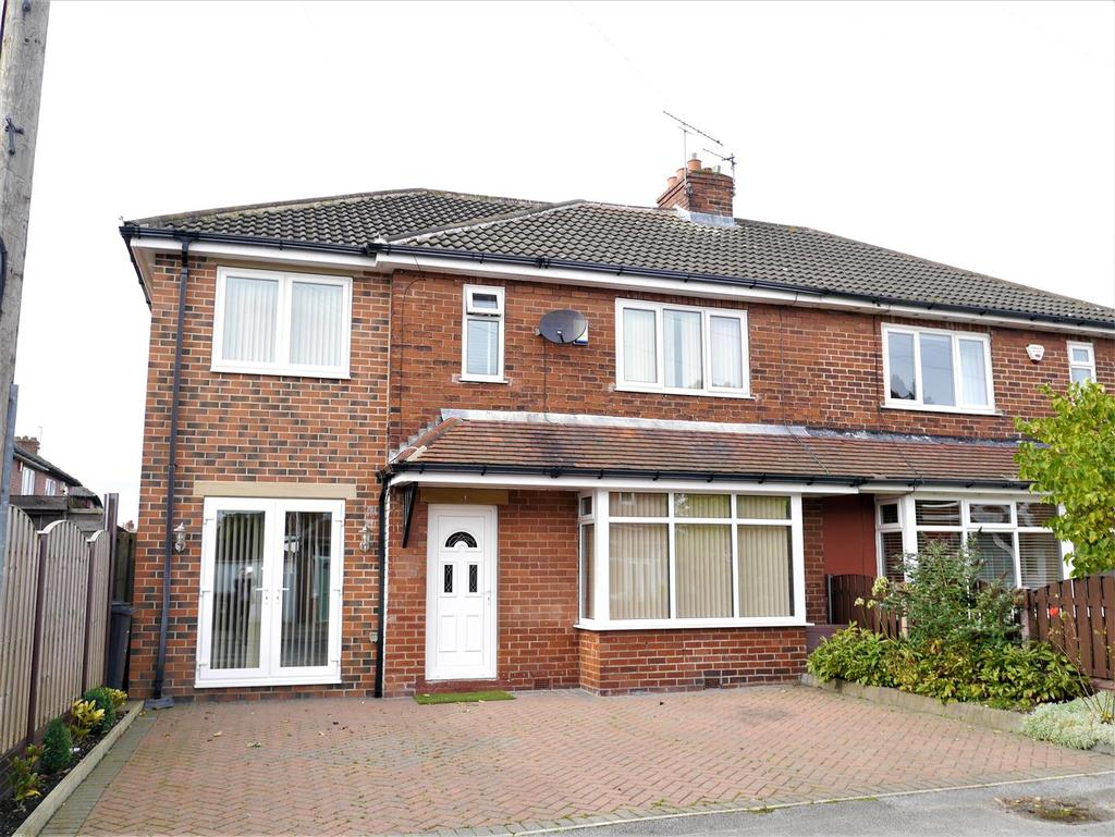 4 Bedrooms Semi Detached House for sale in The Crescent, Birkenshaw, BD11 2BL