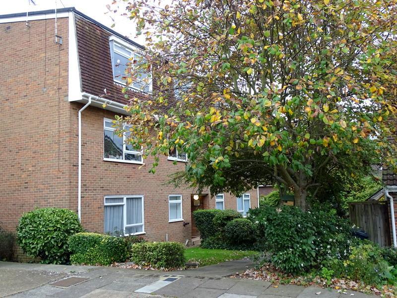 1 Bedroom Flat for sale in Rowan Close, Ealing