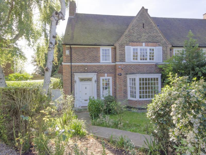 4 Bedrooms Semi Detached House for sale in Gurney Drive, N2