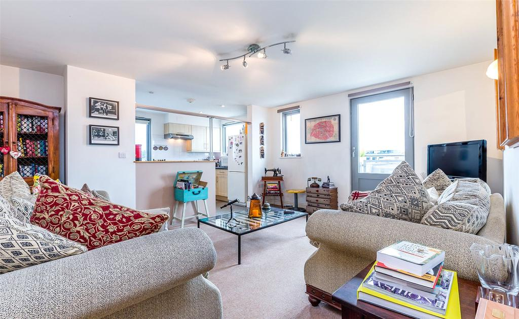 2 Bedrooms Flat for sale in Parkway, London