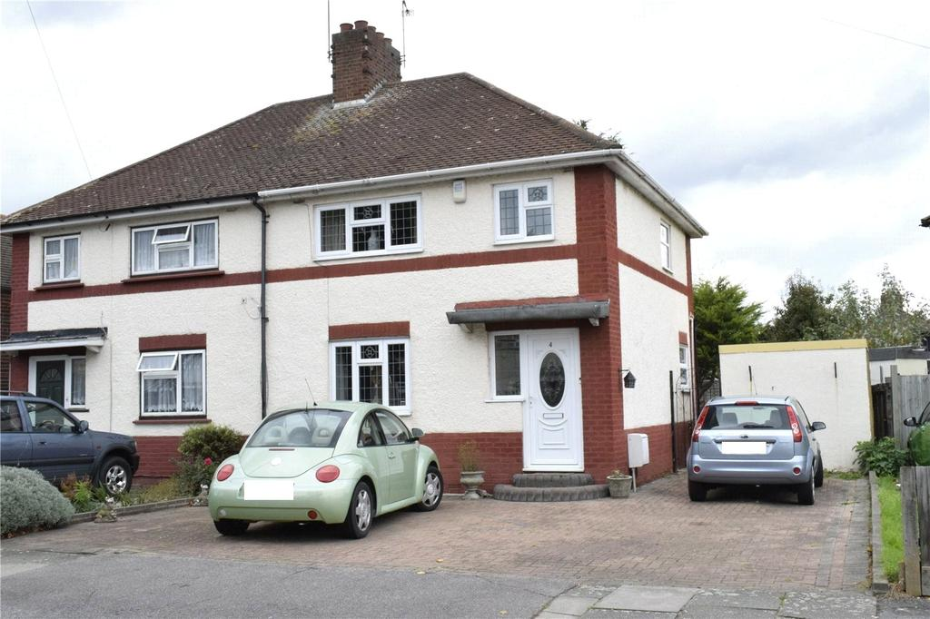 3 Bedrooms Semi Detached House for sale in Clayton Road, Rush Green, RM7