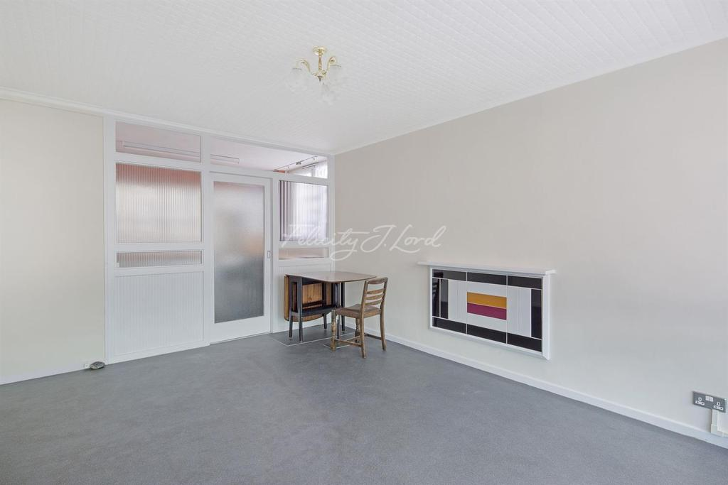 2 Bedrooms Flat for sale in Winchester Hse, Portway Gdns, Shooters Hill, SE18