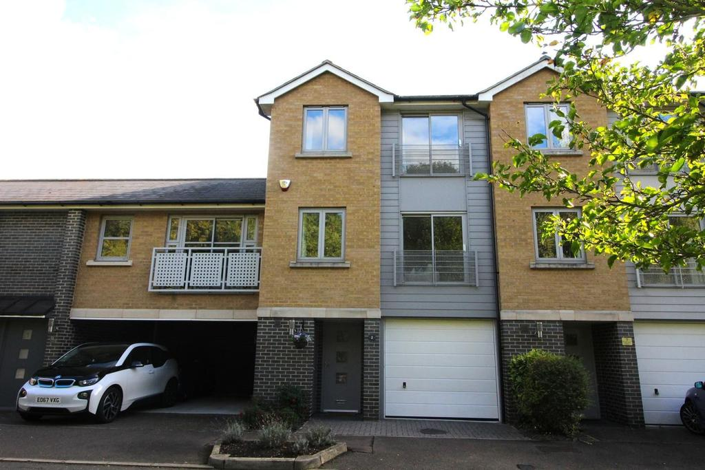3 Bedrooms Town House for sale in Falcons Mead, Chelmsford, Essex, CM2