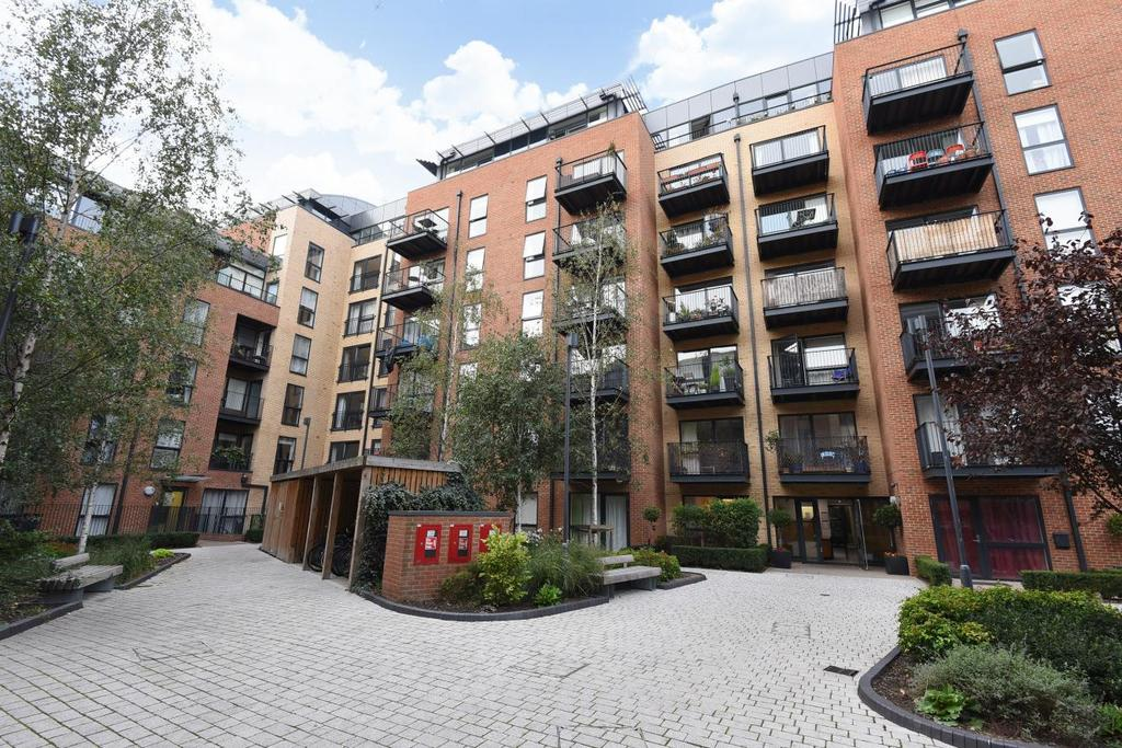 2 Bedrooms Flat for sale in Carney Place, Brixton