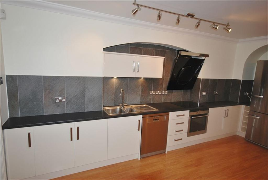 3 Bedrooms Flat for rent in Caledonia Place, Clifton, Bristol