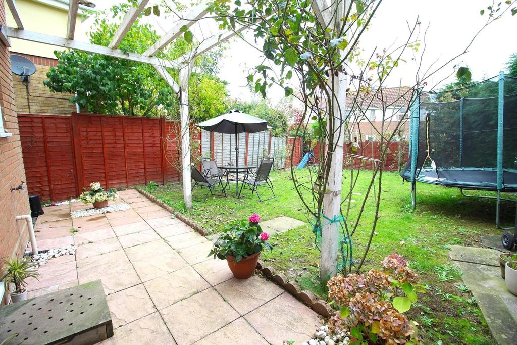 3 Bedrooms Detached House for sale in Fortinbras Way, Chelmsford, Essex, CM2