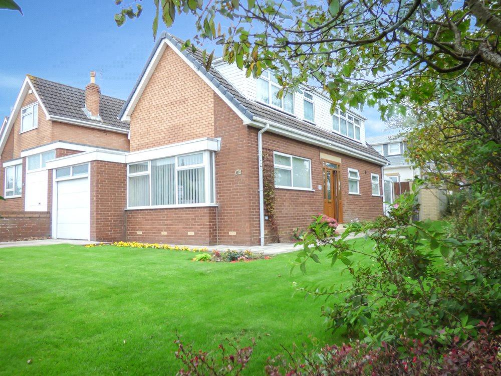 3 Bedrooms Detached Bungalow for sale in Warbreck Hill Road, Bispham, Blackpool