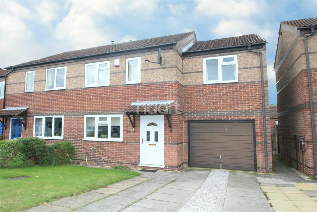 3 Bedrooms Semi Detached House for sale in March Close, Southgalde Park, Nottingham.