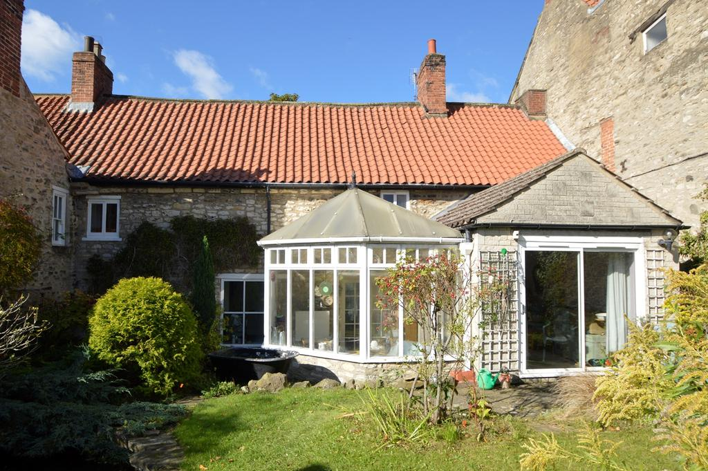 3 Bedrooms Terraced House for sale in Hallgarth, Pickeing YO18