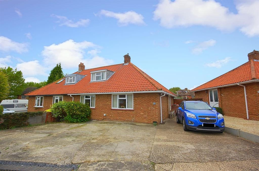 3 Bedrooms Semi Detached Bungalow for sale in Granville Road, HITCHIN