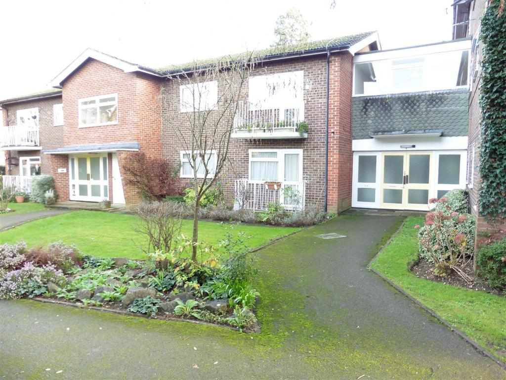 2 Bedrooms Apartment Flat for sale in Park House Lane, Reading