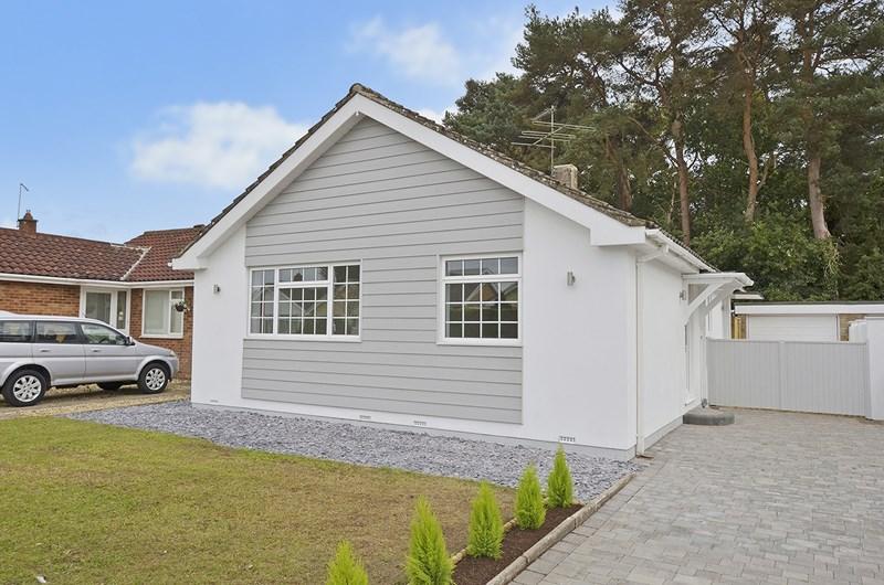 3 Bedrooms Detached Bungalow for sale in Maloren Way, West Moors, Ferndown