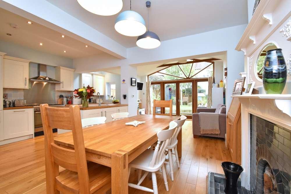4 Bedrooms Terraced House for sale in Parbury Road