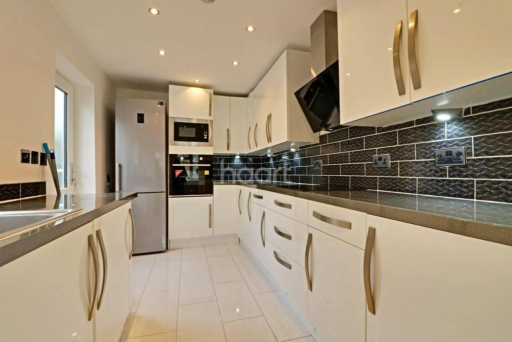 5 Bedrooms Bungalow for sale in Sylvester Road, North Wembley