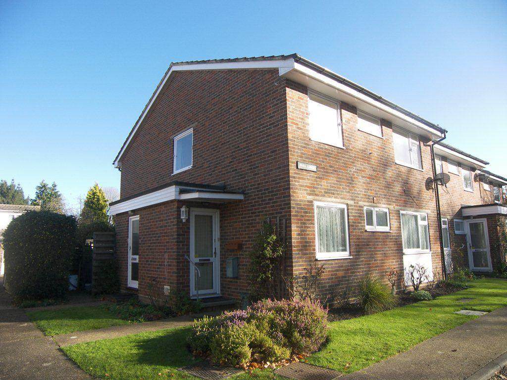 2 Bedrooms Flat for rent in Bookham