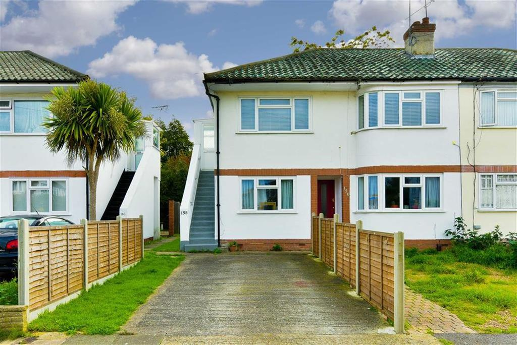 2 Bedrooms Maisonette Flat for sale in Station Avenue, West Ewell, Surrey