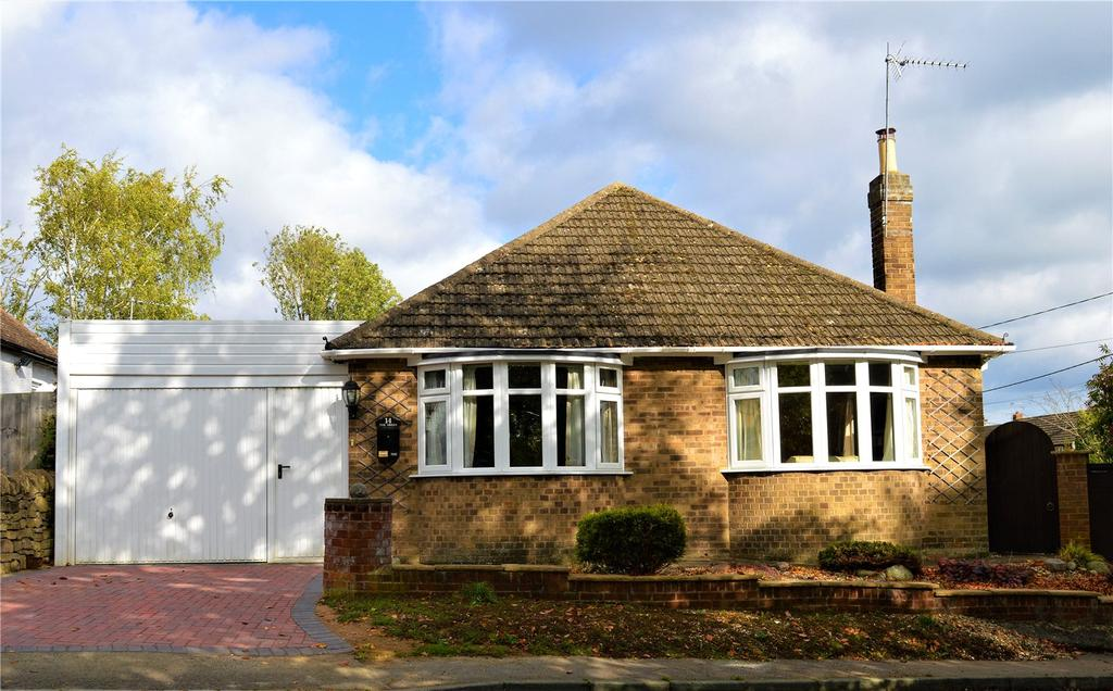 2 Bedrooms Detached Bungalow for sale in The Green, Orlingbury, Kettering, NN14