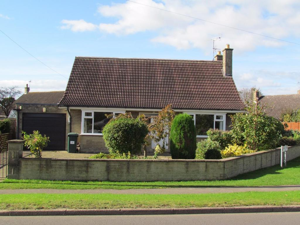3 Bedrooms Detached Bungalow for sale in Middleton Road, Pickering