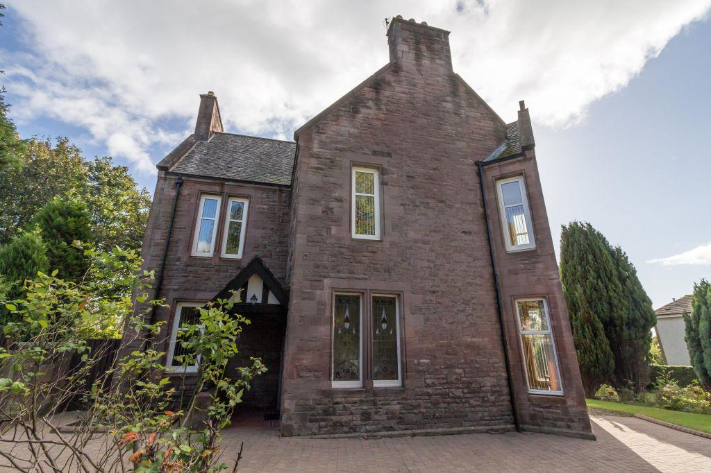 5 Bedrooms Detached Villa House for sale in 31 Claremont, Alloa, FK10 2DF