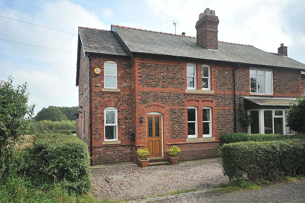 3 Bedrooms Semi Detached House for sale in Hall Lane, off Broad Lane, Grappenhall