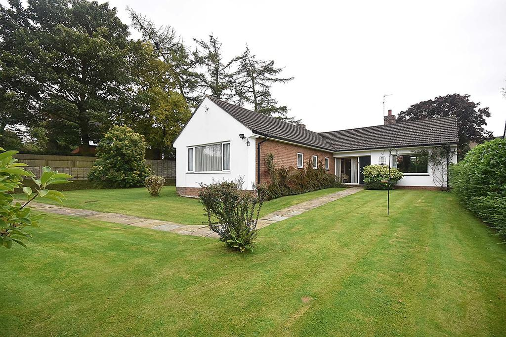 3 Bedrooms Bungalow for sale in Sutton, Macclesfield