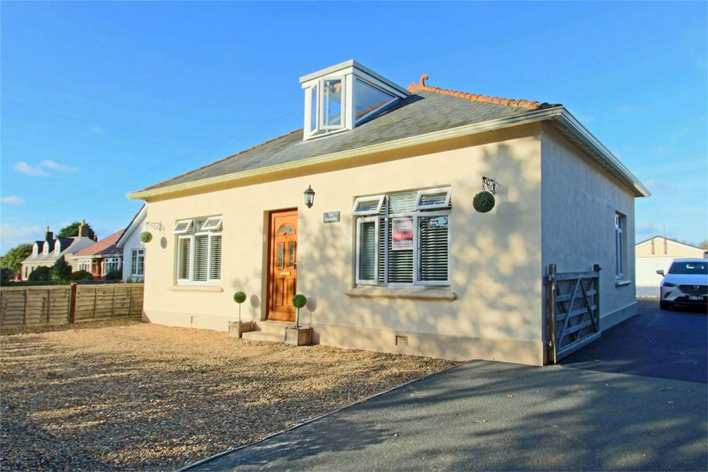3 Bedrooms Detached House for sale in La Cachette, Route de la Charruee, Vale
