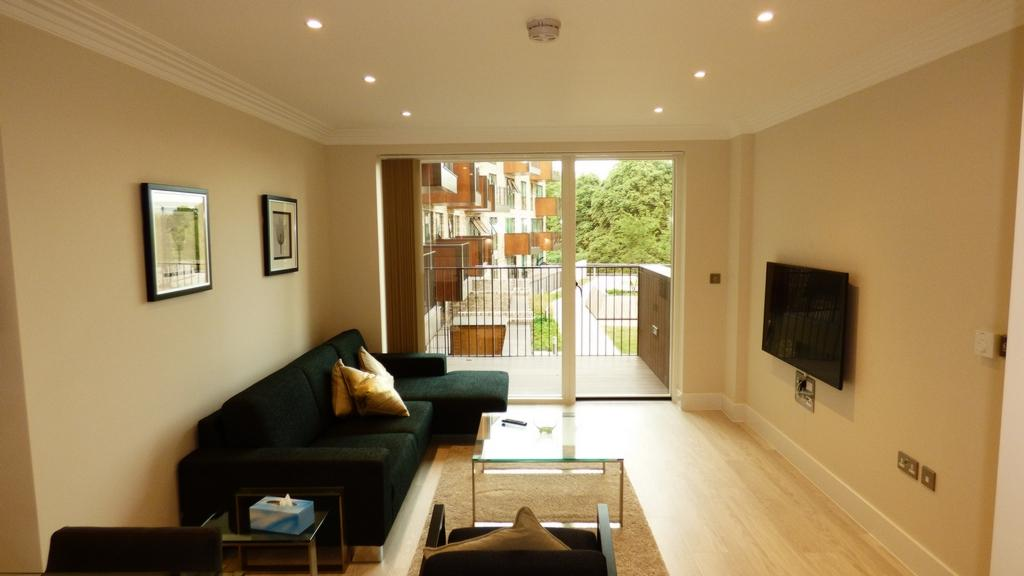 1 Bedroom Flat for sale in Abbottsford Court, Lakeside Drive, Park Royal, NW10