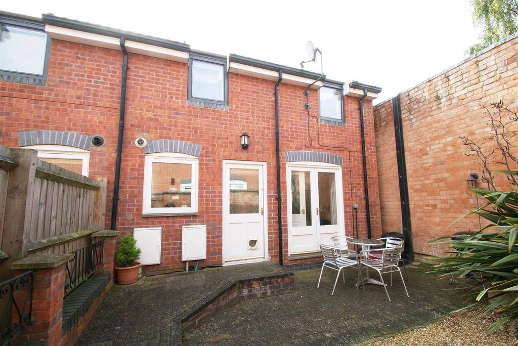 2 Bedrooms Semi Detached House for sale in Lansdowne Road, Leamington Spa