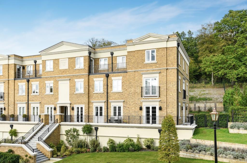 3 Bedrooms Flat for sale in Willoughby Lane Bromley BR1