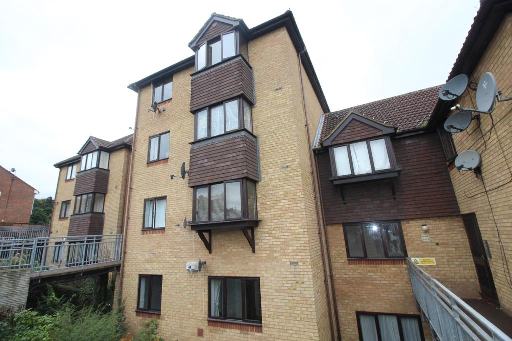 1 Bedroom Flat for sale in Hattersfield Close Belvedere DA17