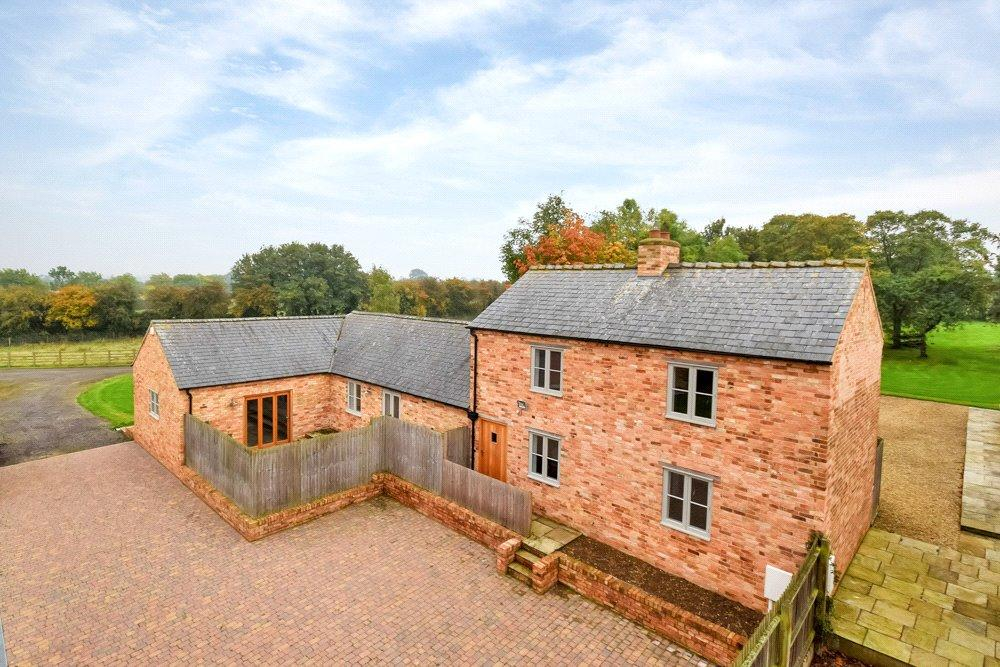 3 Bedrooms Barn Conversion Character Property for sale in Hardwick, Northamptonshire