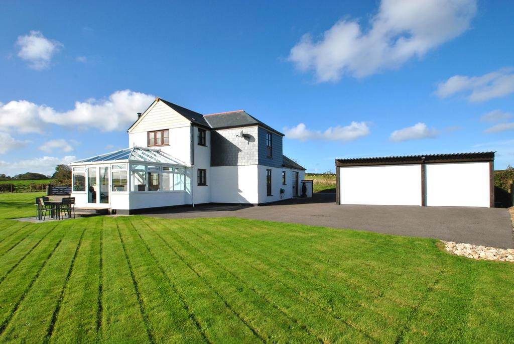3 Bedrooms Detached House for sale in Fiddlers Elbow, St. Newlyn East