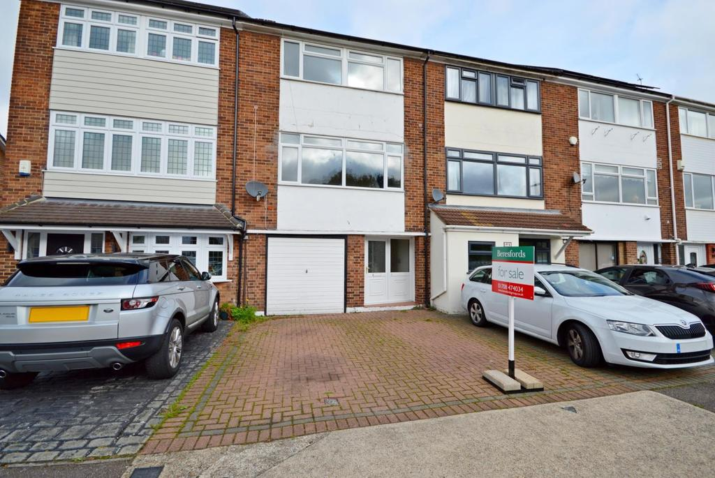 3 Bedrooms Town House for sale in Copthorne Gardens, Hornchurch, Essex, RM11